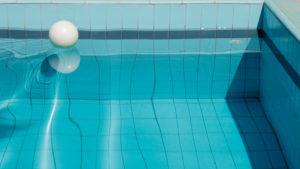 MartinaWolf_SwimmingPool_still